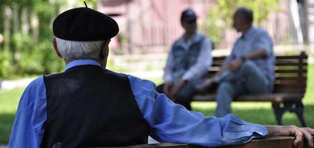 Anziani da isolare? No, da proteggere e socializzare