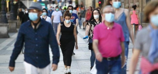 Francia impone el uso obligatorio de la mascarilla en el lugar de trabajo y será la empresa quien la pague