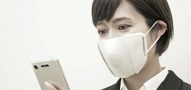 """Giappone, la mascherina """"intelligente"""" può tradurre fino a otto lingue"""