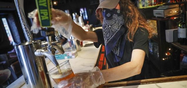 El sorprendente truco de los bares de Nueva York para burlar la normativa del coronavirus