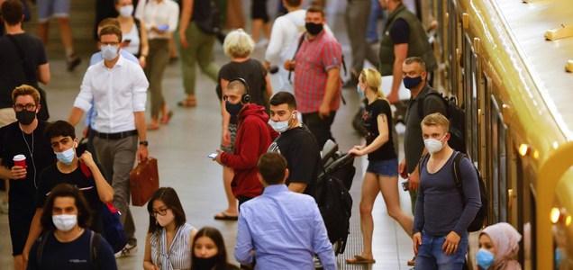 """Germania, i virologi lanciano l'allarme: """"La pandemia inizierà seriamente soltanto adesso"""""""