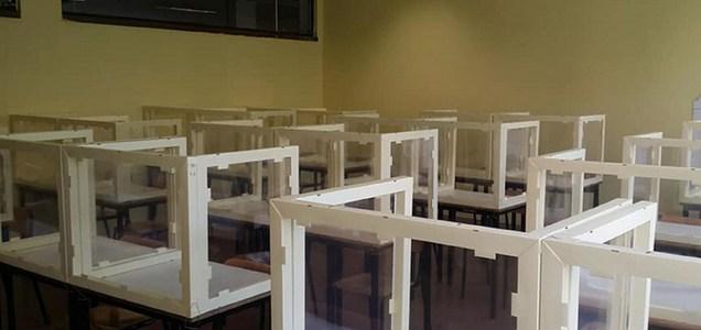 Bergamo, in un liceo già collocati i plexiglass nelle aule