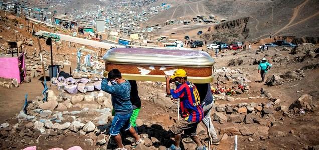 El virus exhibe las debilidades de la historia de éxito de Perú