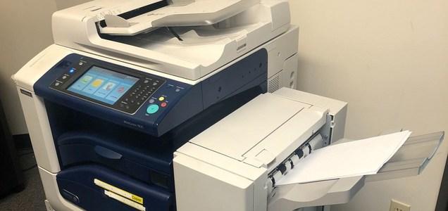 La respuesta de Estados Unidos al coronavirus enfrenta un cuello de botella: el equipo de fax