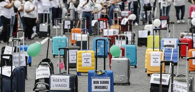 """Lavoratori del turismo in piazza a Roma: """"Il governo ci aiuti"""""""