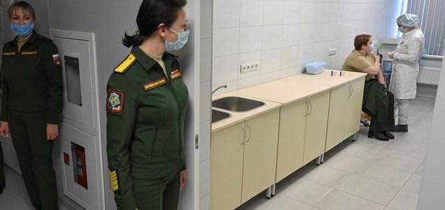 En Moscú, hasta los médicos desconfían de la Sputnik V: comienzan a arrojar a la basura dosis que se descongelaron y ya no pueden usarse