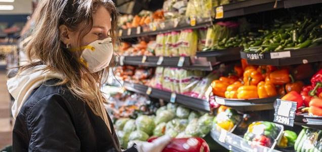 Cuánto tarda el virus en desaparecer de la superficie de los alimentos?