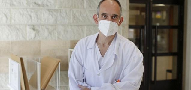 """Benigno Monteagudo, dermatólogo: """"Es frecuente que tres meses después de tener covid se caiga el pelo exageradamente"""""""