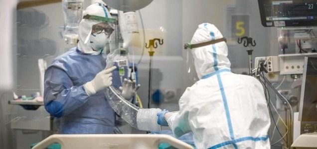 """Regno Unito, l'ordine shock ai medici di terapia intensiva: """"Non rianimare i pazienti Covid con disabilità mentali"""""""