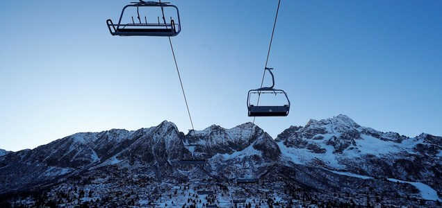 A ski resort spread coronavirus across Europe. Austria and Switzerland are eager to reopen slopes anyway.