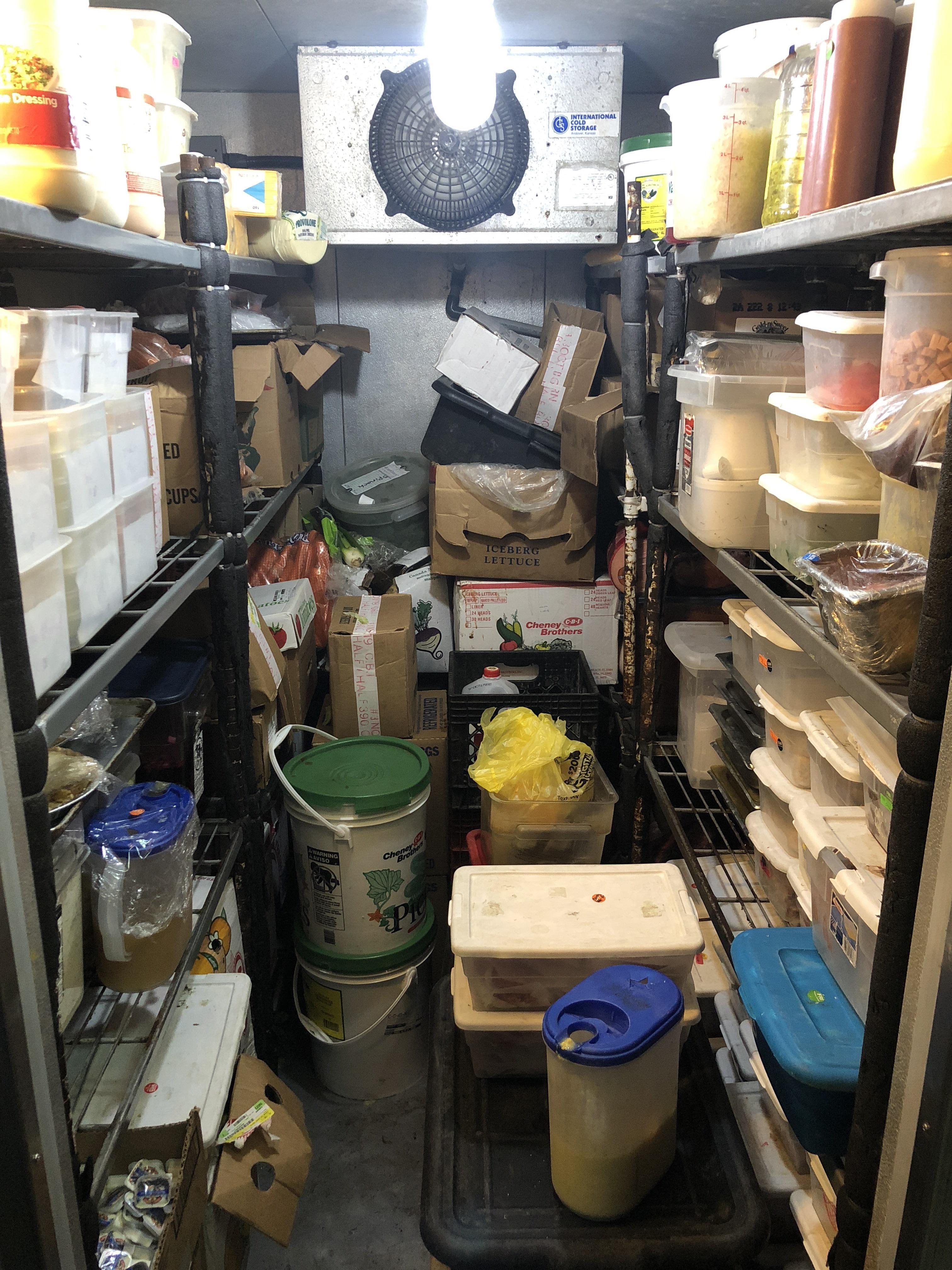 Лига детективов: пользователи сети угадывают владельцев холодильников по фоткам их содержимого 1